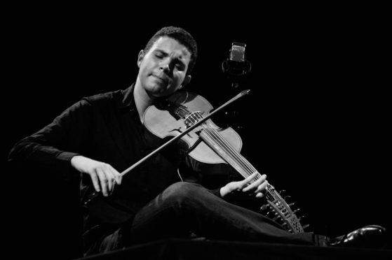 Jasser Haj Youssef ® Yves Nivot Festival du Violon, Luzy, Février 2010